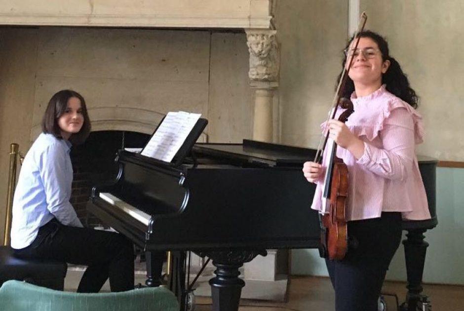 Anna Meyknecht und Melanie Mardiros erhalten den Sparkassen Nachwuchspreis