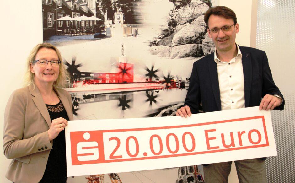 Wir unterstützen Vereine mit 20.000 Euro